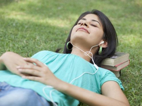 el uso de auriculares puede perjudicar la salud auditiva
